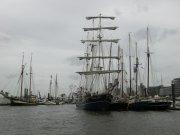 Windjammer locken zum Hafenfest